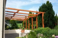"""""""Als optische Ergänzung zur bestehenden Terrasse hab ich mir diese Balkenkonstruktion ausgedacht. Das Projekt wurde im Juni 2015 gebaut.Alle verwendeten Befestigungsmaterialien hab ich natürlich vom Befestigungsfuchs bestellt ;)"""" eingesandt von Herrn Wagner"""