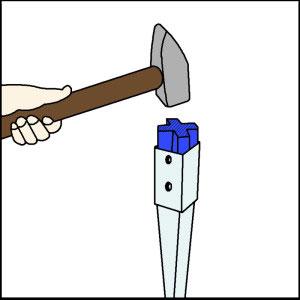Einschlagen einer Bodenhülse mit einer speziellen Einschlaghilfe