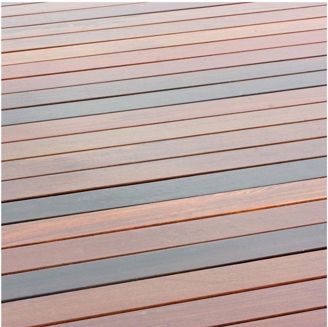 Die Holzterrasse: Teil 2 – Glatt oder doch lieber geriffelt?