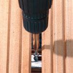 Verschrauben der Terrassenclips mit der Unterkonstuktion