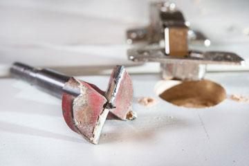 Scharnier rausgebrochen – 5 Anleitungen zur Reparatur