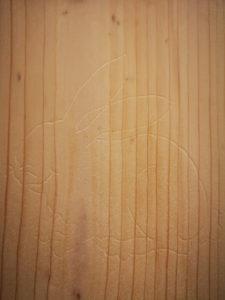 Häschenkontur auf Holz