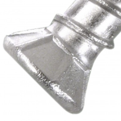 Senkopf mit Fräsrippen einer Terrassenschraube aus Edelstahl A2